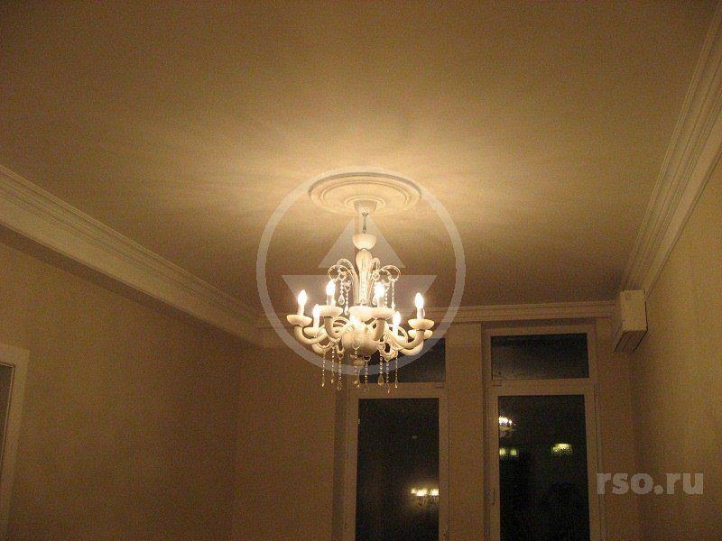 Монтаж люстры в гостиной